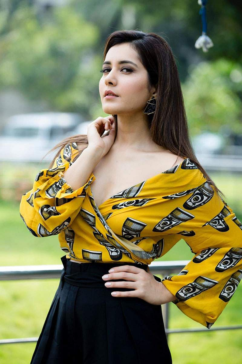 Actress-Raashi-Khanna-Photos-and-Stills-8