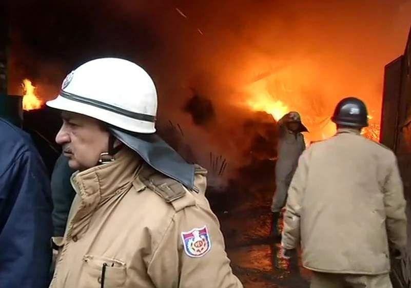 Fire_breaks_out_in_a_godown_in_Mundka_area_2