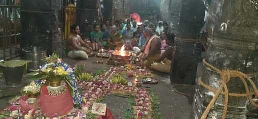 பசுபதீஸ்வரா் ஆலயத்தில் நடைபெற்ற 108 சங்கு அபிஷேக வழிபாடு.