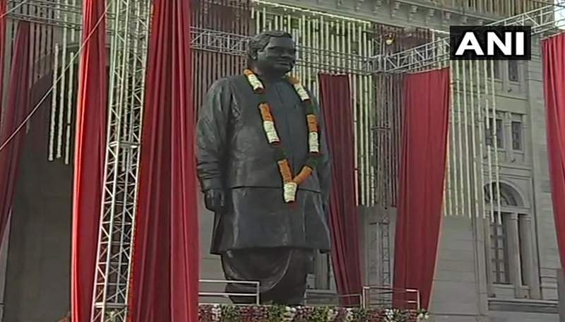 vajpayee_statue