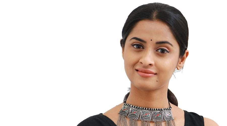 Actress-Arthana-Binu-9