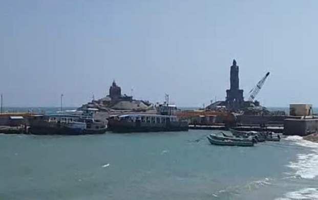 சீரமைப்பு பணி நிறைவு:  விவேகானந்தா படகு மீண்டும் இயக்கம் Boat