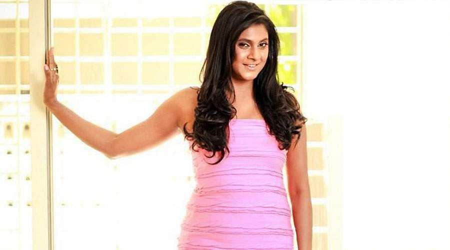 Actress_Puvisha_-11