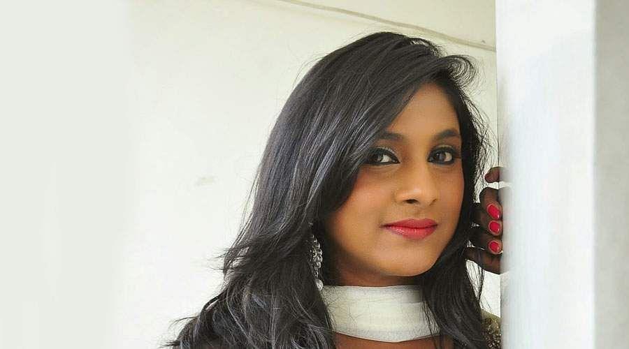 Actress_Puvisha_-15