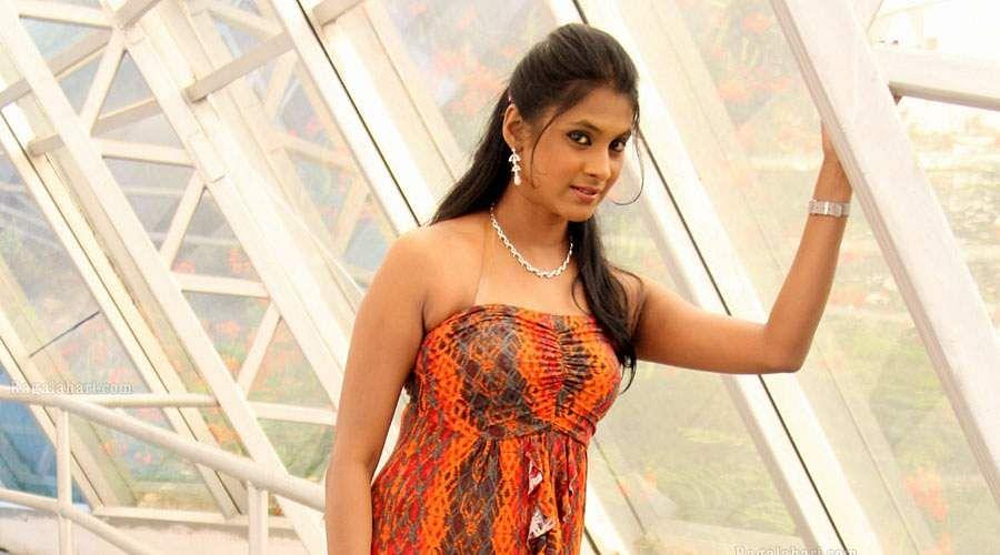 Actress_Puvisha_-9