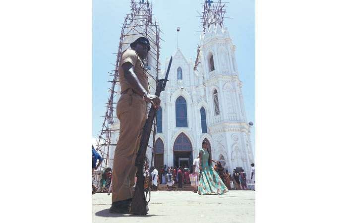வேளாங்கண்ணி பேராலயத்துக்கு 3 அடுக்குப் போலீஸ் பாதுகாப்பு Velangani
