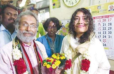 அன்னையர் தினத்தில் இரட்டைக் குழந்தைகளுக்கு அன்னையானார் இரோம் ஷர்மிளா Iromsarmela
