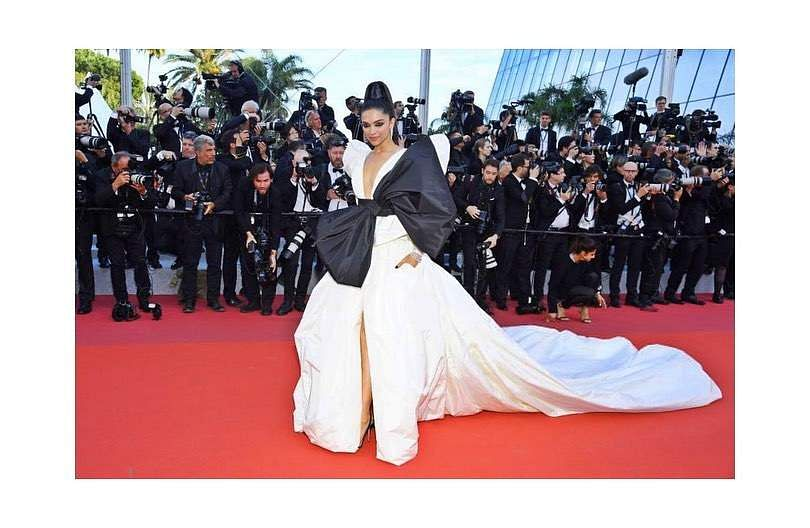கேன்ஸ் திரைப்பட விழா -  மேக்கப் மற்றும் உடைகளுக்கு அதீத முக்கியத்துவம் தரும் நடிகைகள் Cannes_deepika
