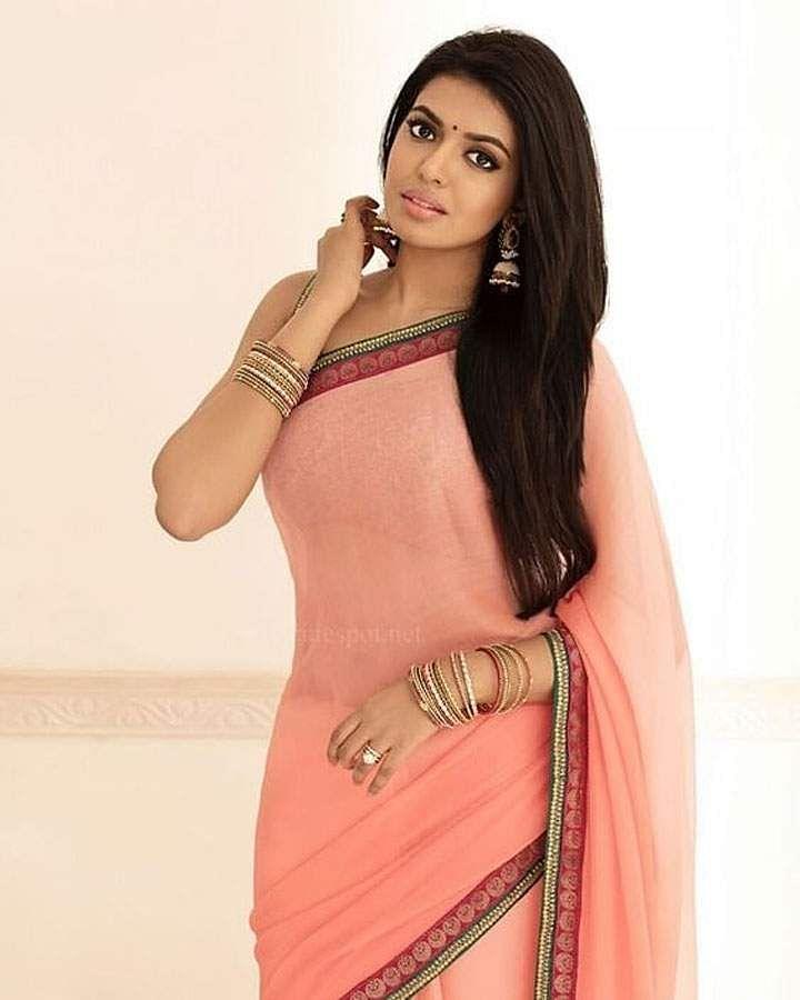 actress-indhuja-1