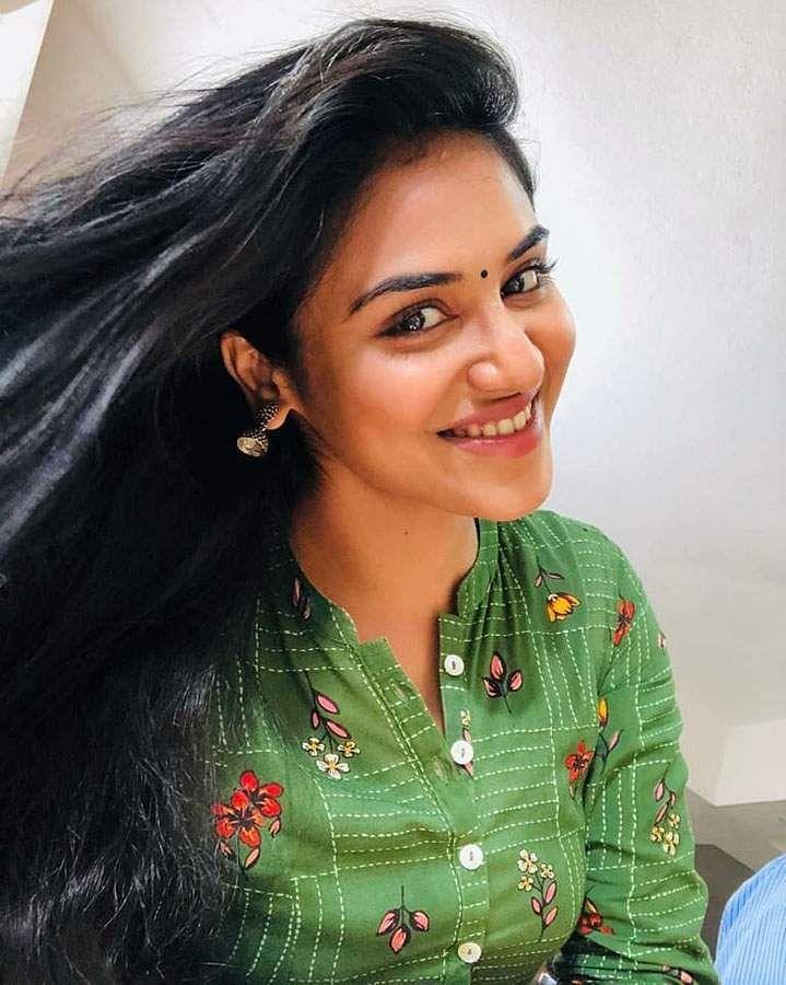 actress-indhuja-11