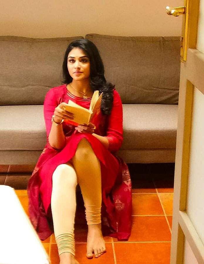 actress-indhuja-12