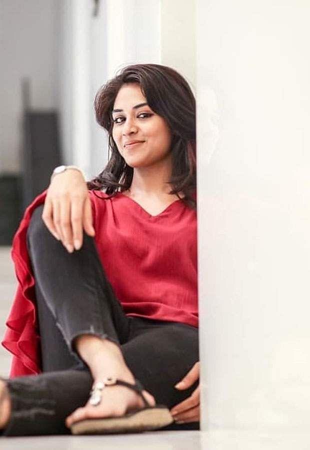actress-indhuja-3