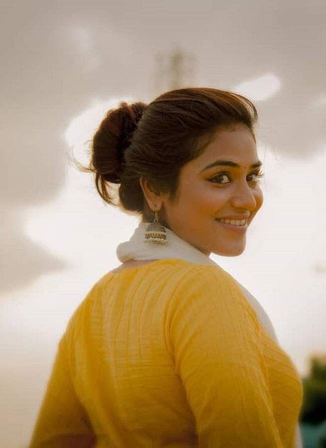 actress-indhuja-7