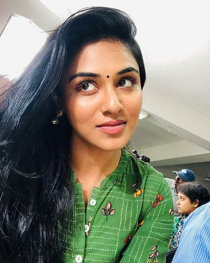 actress-indhuja-9