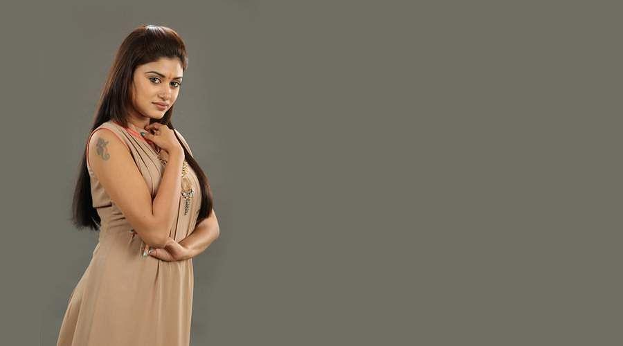 Oviyavai-Vitta-Yaru-Movie-11