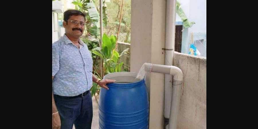 வெறும் ரூ.250 செலவில் மழை நீர் சேகரிப்பு மையம்: சென்னைவாசியின் சூப்பர் ஐடியா Rainwaterharvestingintamil