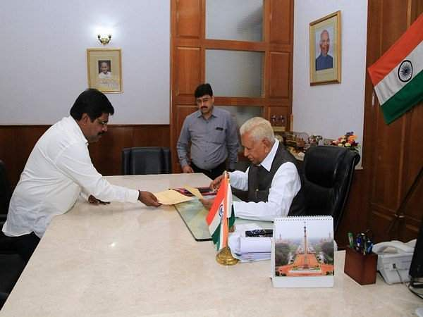 Minister_Nagesh_resigns