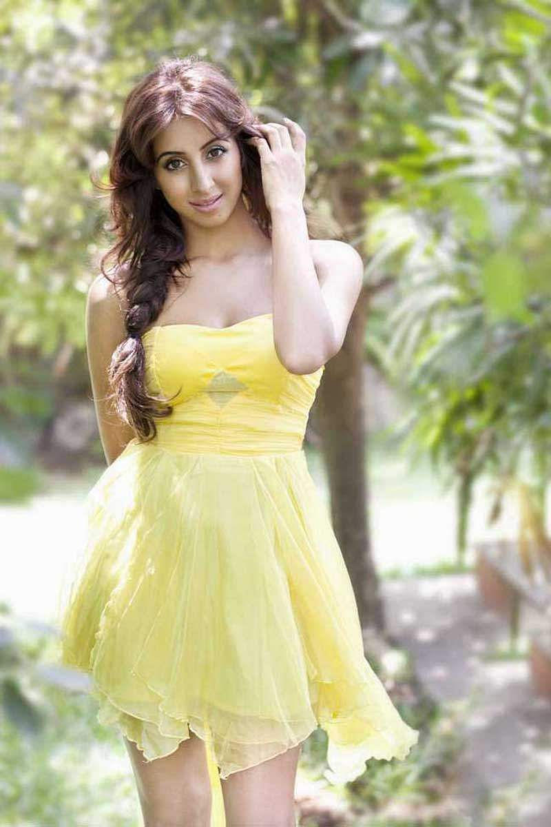 Actress_Sanjjana_Galrani_Stills_005