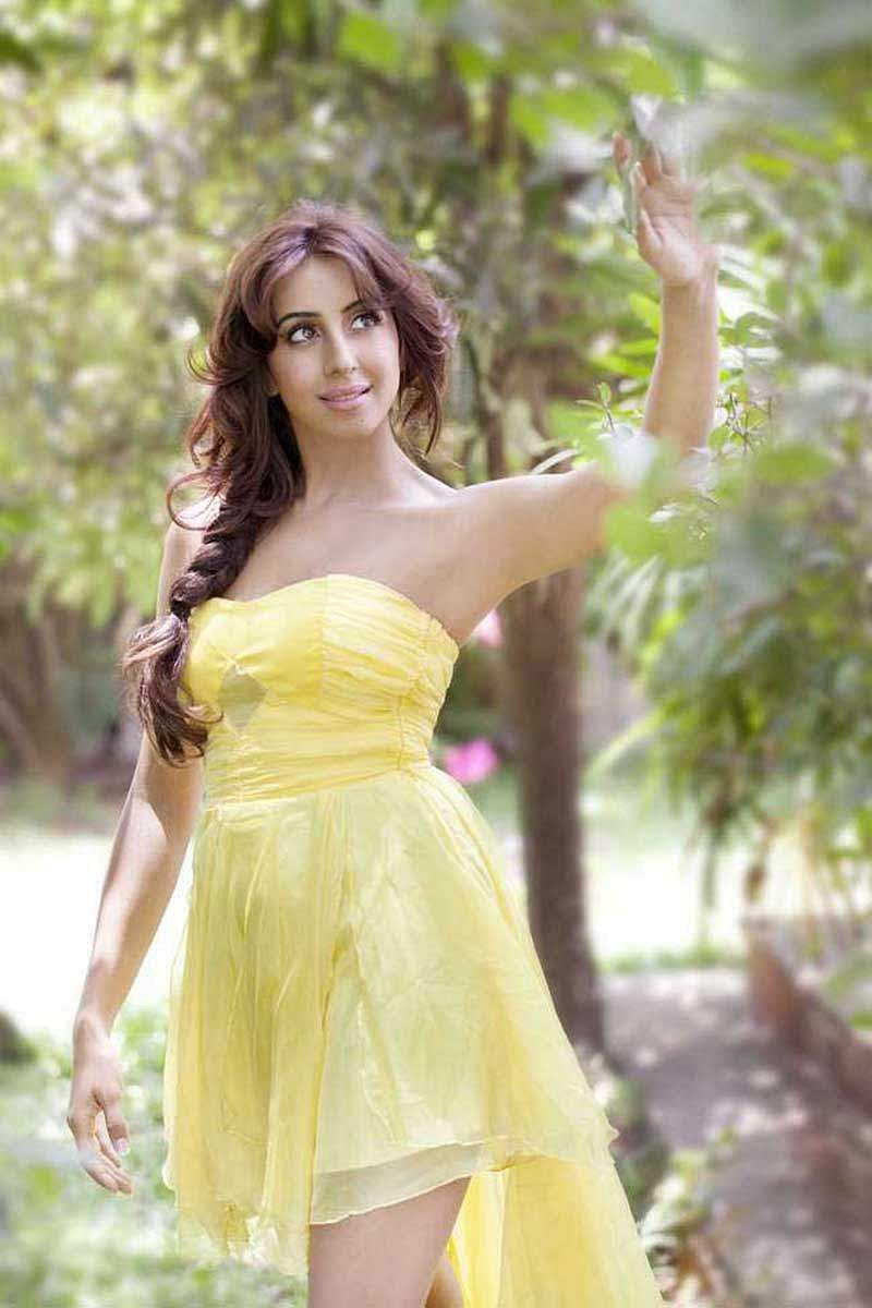 Actress_Sanjjana_Galrani_Stills_006