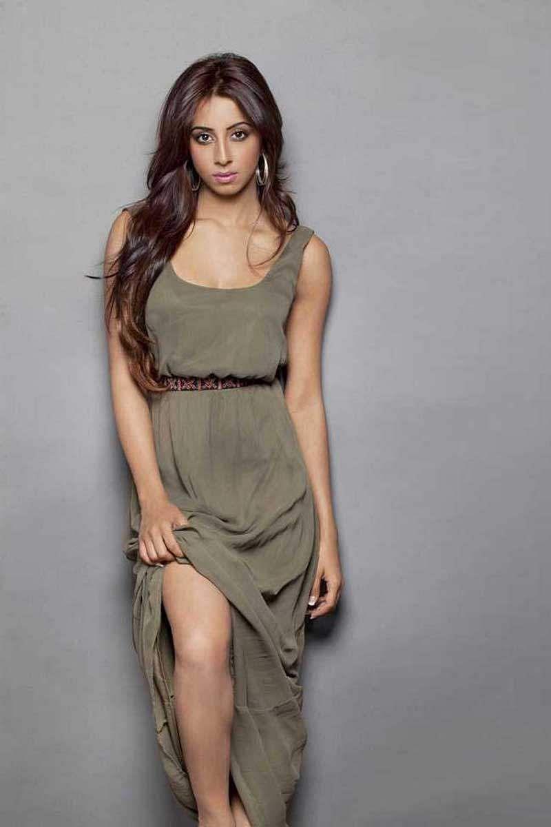 Actress_Sanjjana_Galrani_Stills_012