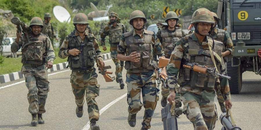 கடந்த 5 ஆண்டுகளில் 2200 மத்திய ஆயுதப்படை வீரர்கள் தற்கொலை CRPF_forces