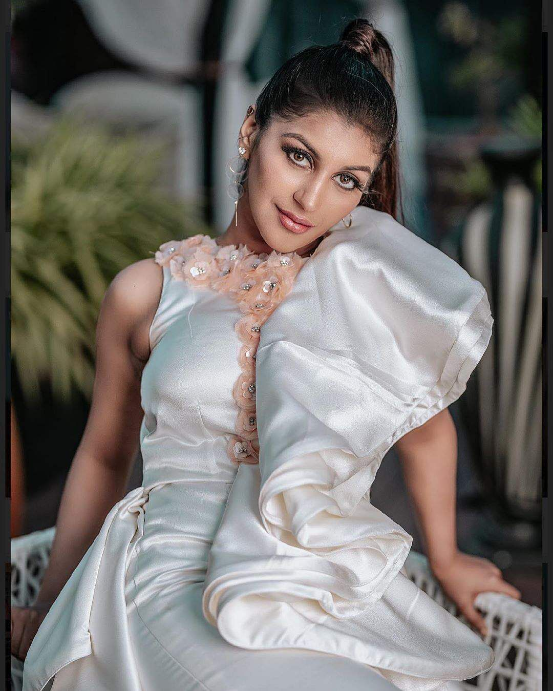 yashika anand sexy photos