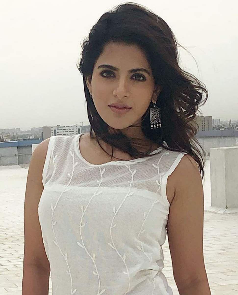 Aishwarya_Menon-10