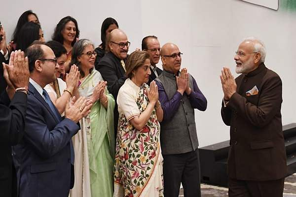 PM_Narendra_Modi_with_members_of_Kashmiri_Pandits_in_Houston