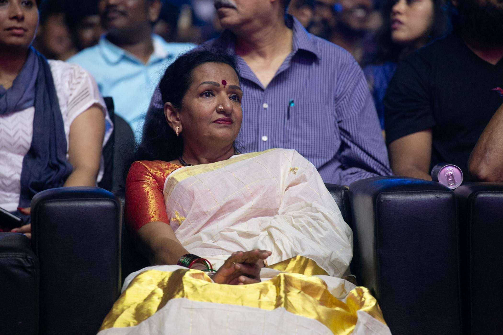 Vijay mother shobha in bigil audio launch