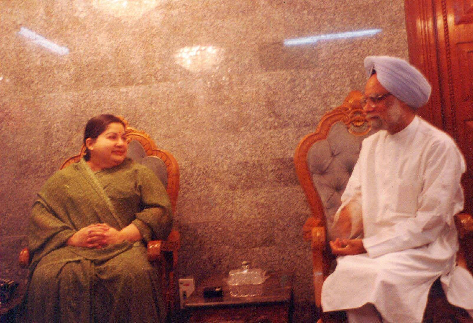 DR Manmohan singh with late CM jayalalitha