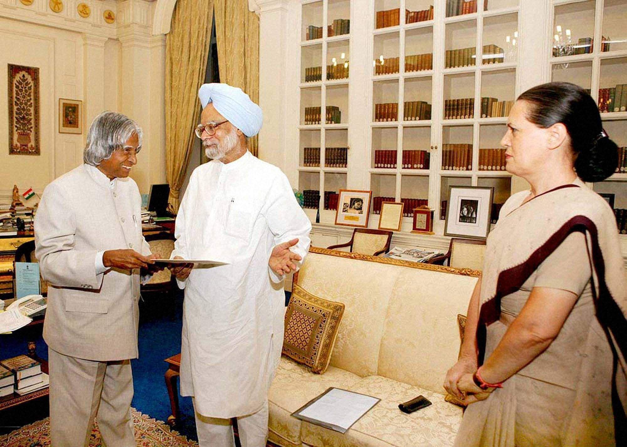 DR Manmohan singh with Sonia gandhi and kalam