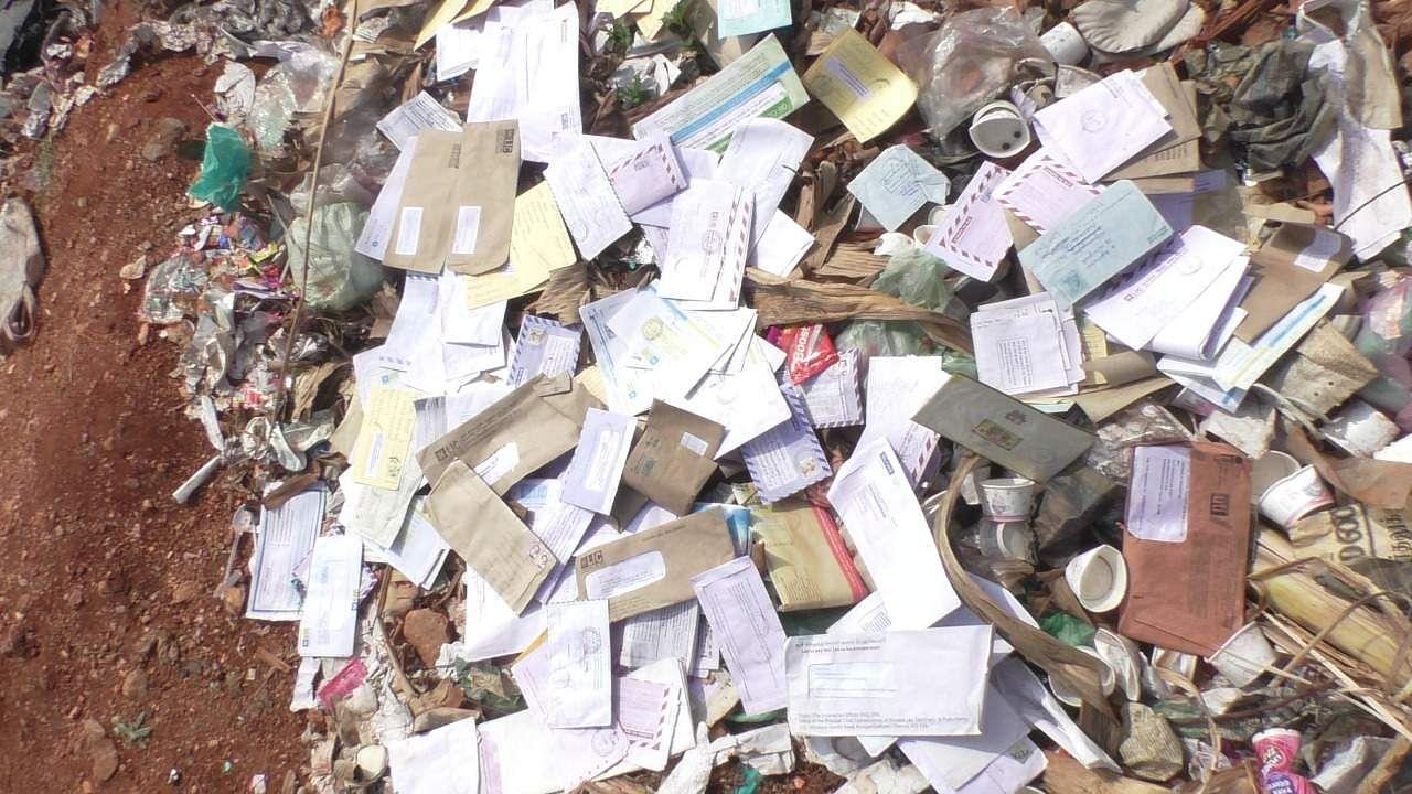 மணப்பாறையில் குப்பையில் கிடந்த அஞ்சல் கடிதங்கள் Postcards