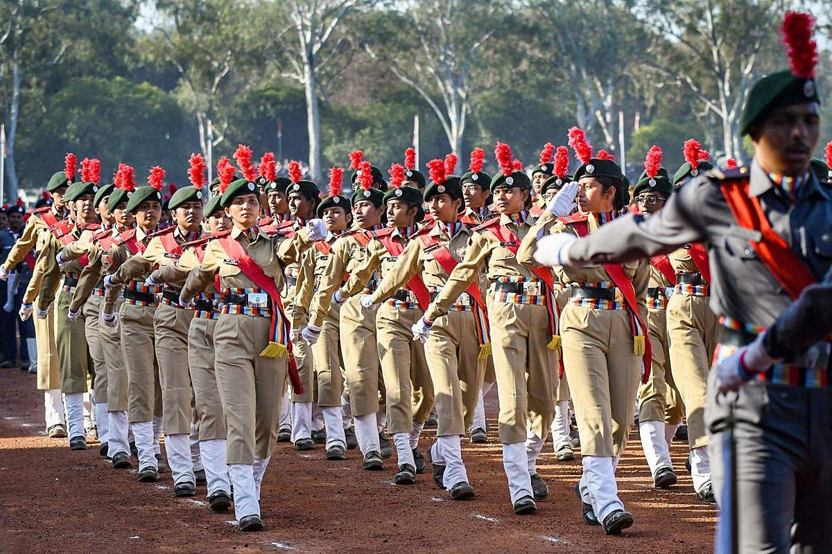 R-Day-32