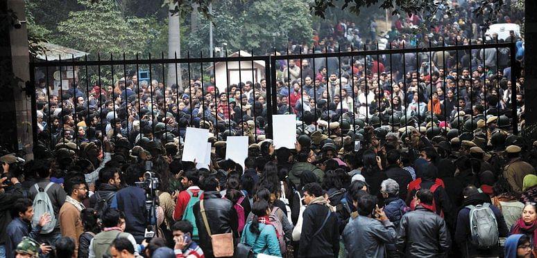ஜேஎன்யு சம்பவம் மும்பை தாக்குதலை நினைவுபடுத்துகிறது: மகாராஷ்டிர முதல்வா் உத்தவ் தாக்கரே 2-1-06deljnu0837241
