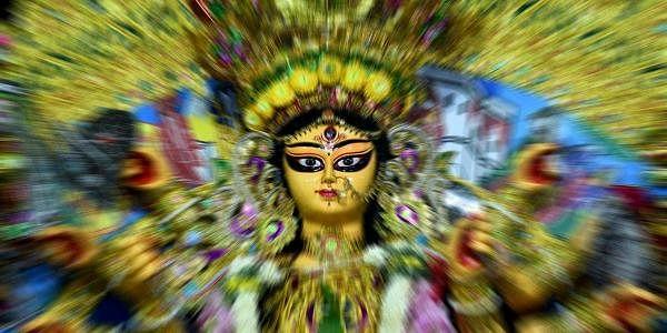 'நவம்' என்றால் ஒன்பது என்று பொருள். ஒன்பது நாட்கள் பராசக்தியின் ஒன்பது விதமான அம்சங்கள் கொண்ட ஒன்பது தேவியரை வழிபடும் பண்டிகைதான் நவராத்திரி.