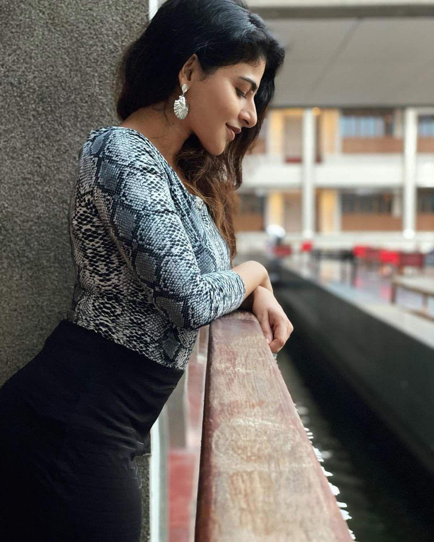 Iswarya_Menon-13