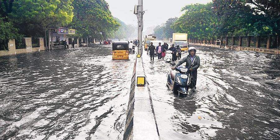 Intense hurricane several kilometers away; Chennai as a floodplain