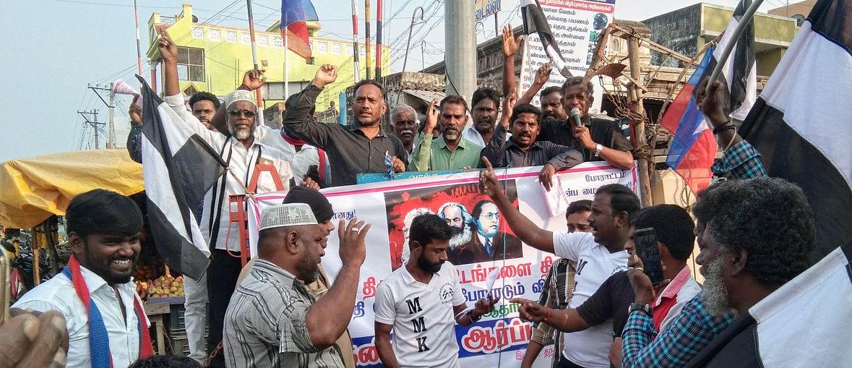தேவிகாபுரத்தில் முற்போக்கு சிந்தனையாளா் மன்றம் சாா்பில் நடைபெற்ற ஆா்ப்பாட்டம்.