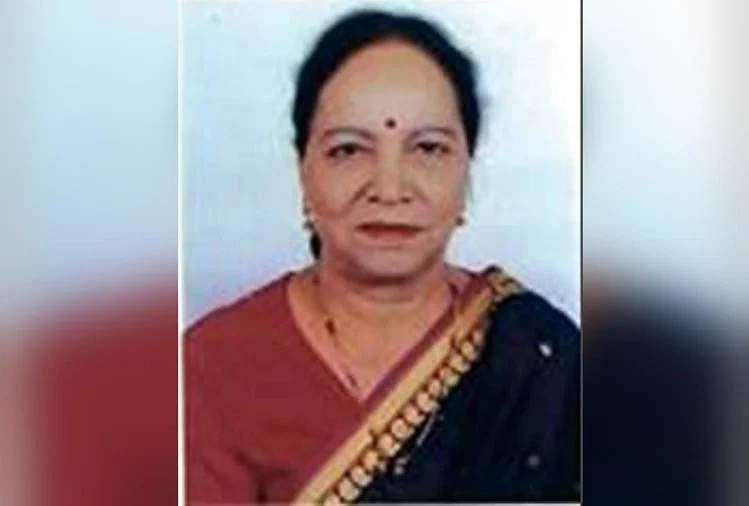 former CM's wife dies of heart attack
