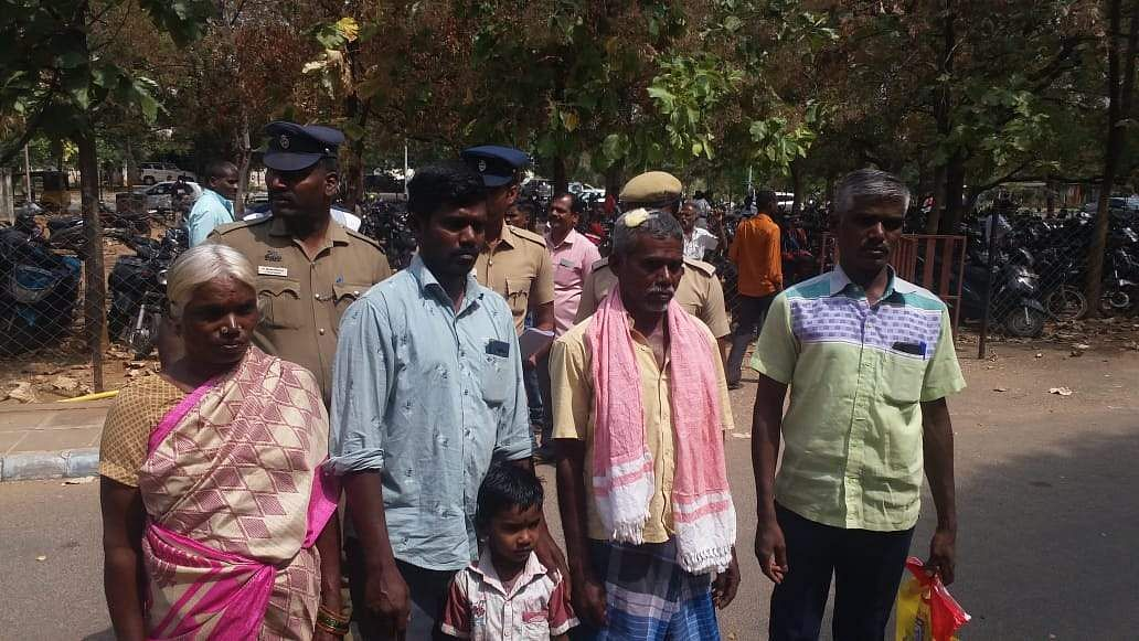 land_grab_issue_anthonisamy_family_attempt_suicide_at_dindugal_collector_office