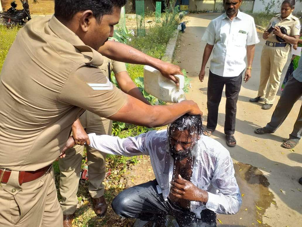 sucide_attempt_at_trichy_collector_office_1