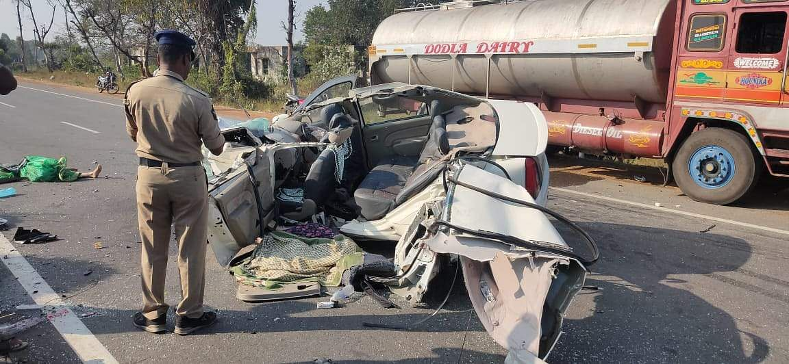 four died in road accident near gummidipoondi