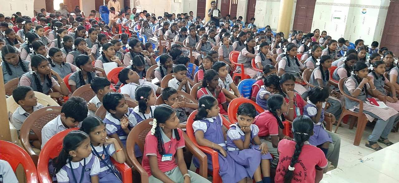 Govt_school_students_at_pudukkottai_book_fair_1