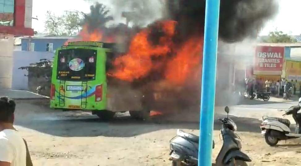 salem_bus_caught_with_fire_1