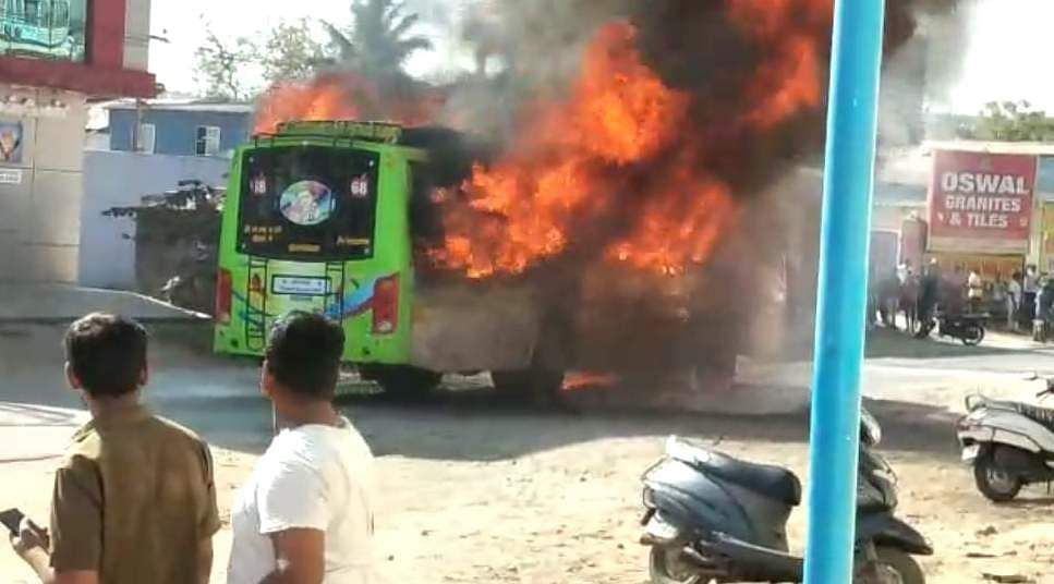 salem_bus_caught_with_fire_2