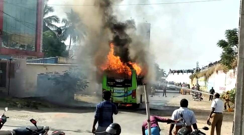 salem_bus_caught_with_fire_4