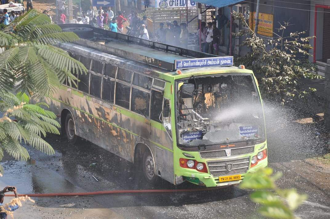 salem_bus_caught_with_fire_7