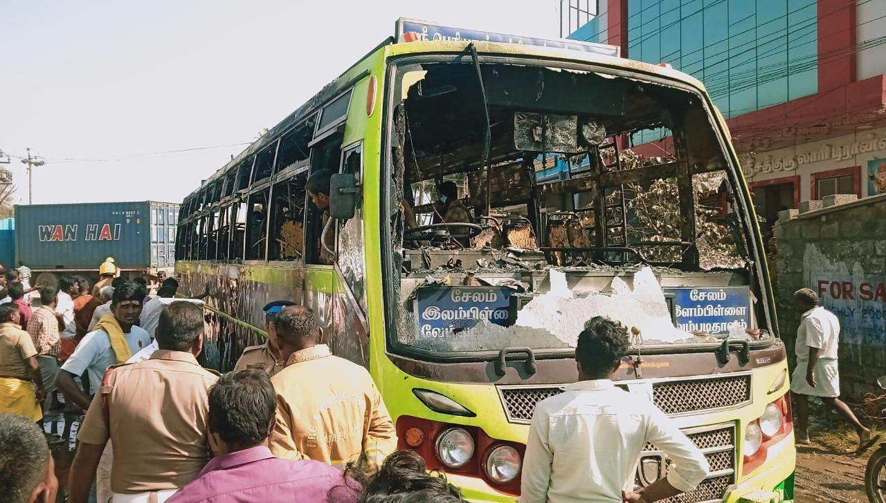 salem_bus_caught_with_fire_8