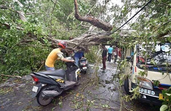 Amphan_Kolkata_EPS01a