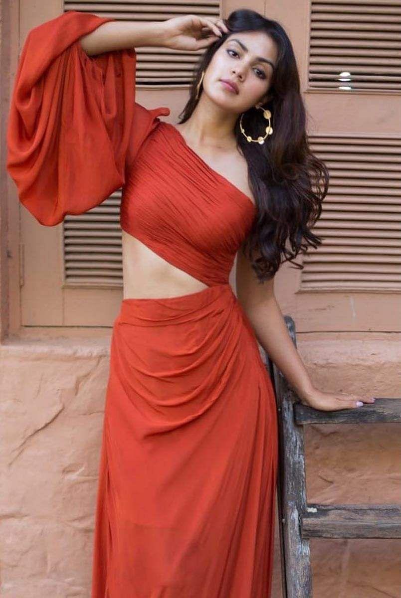 பாலிவுட் நடிகை ரியா சக்கரவர்த்தி